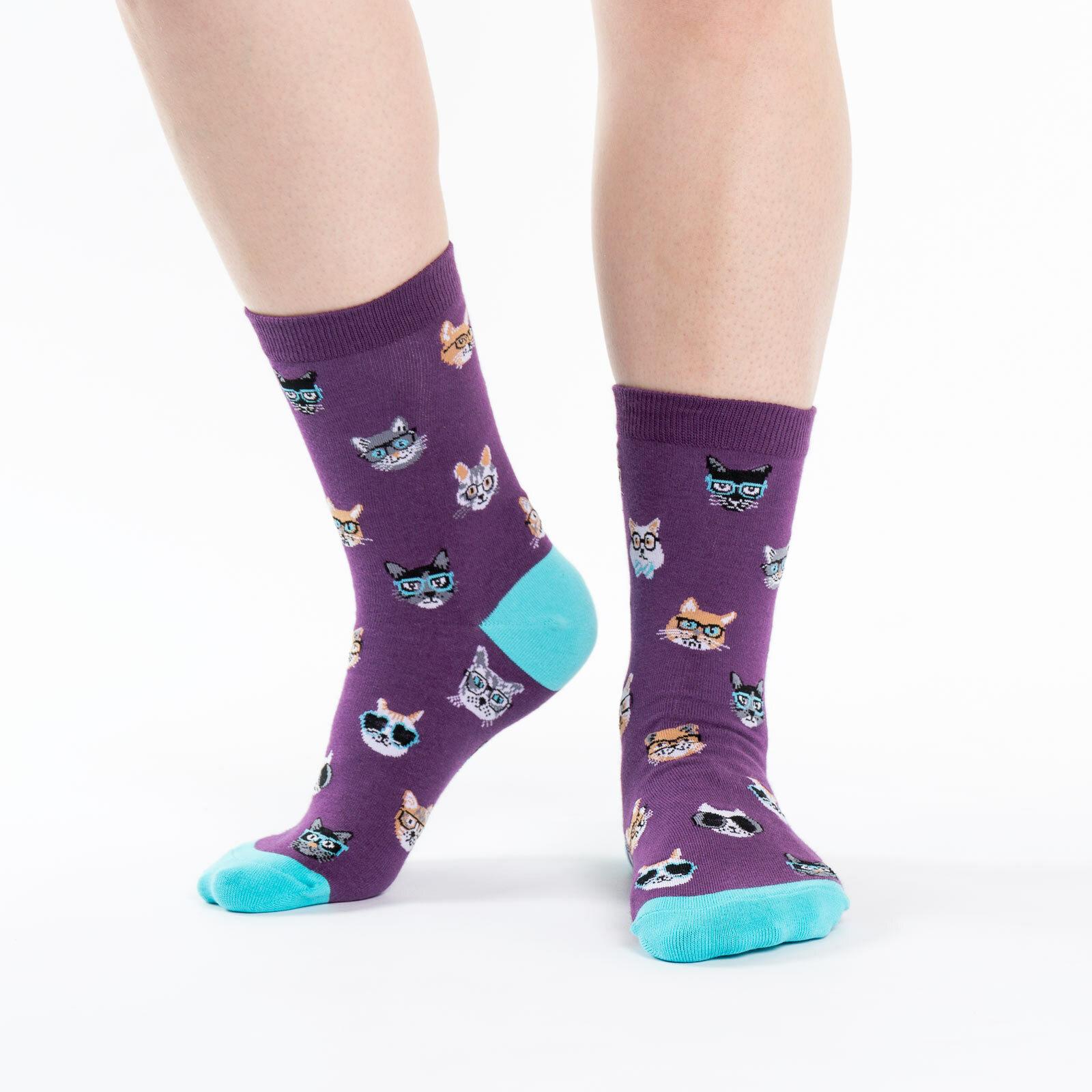 """model wearing {""""W0090"""":""""Smarty Cats - Cat Crew Socks Purple - Women's """",""""W0090-1"""":""""Smarty Cats - Cat Crew Socks Rust Orange - Women's """"}"""